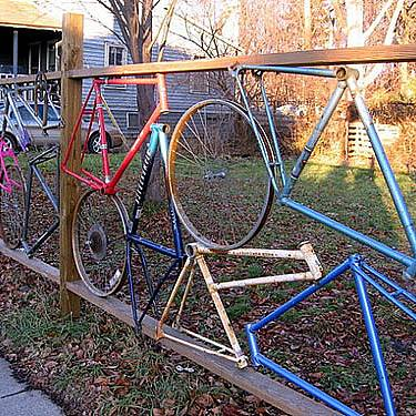 In the same way you can make fence with bicycle parts – old frames and wheels will live a second life.